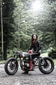 a4233c3861a97ec7813a1a60cfad8510--women-riding-motorcycles-old-motorcycles